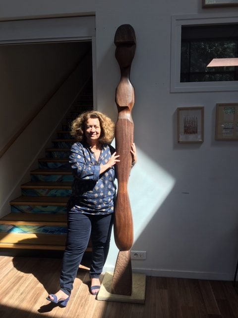 H: 240 cm. placée dans la maison des femmes à coté du Dr. Ghada Hatem, la fondatrice et une grande dame.