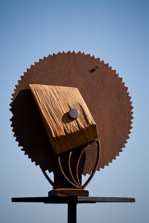 FLEUR EN GÉOMÉTRIE , bois et métal, 60cm x 45cm x 20cm
