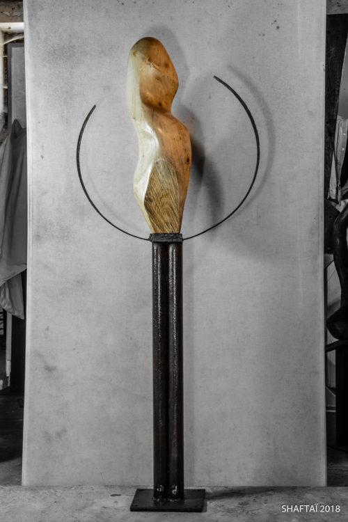 Sa Majesté / Her Majesty 146 cm x 57 cm x 24 cm