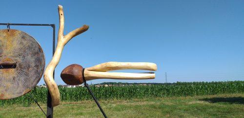 CREATURE VOLANTE ET ARBRE SACRE. FLYING CREATURE/ FLYING CREATURE AND SACRED TREE H: 120 cm L: 60 cm / H: 230 cm